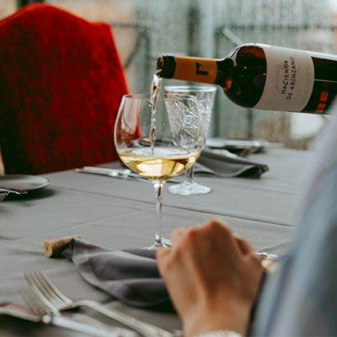 6 padomi vīnu izvēlei pie vakariņu galda